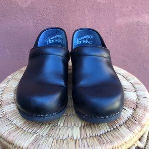 Dansko xp 2.0 leather clogs